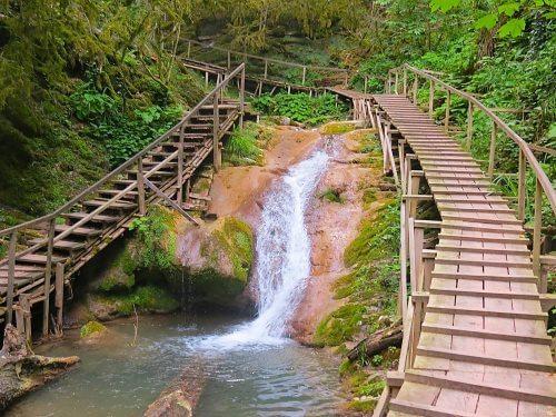 как добраться до 33 водопадов